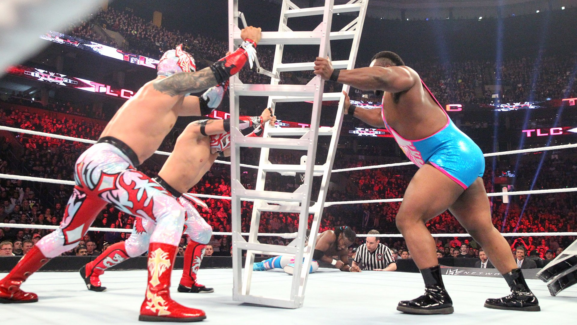 Big E showcases his unrivaled strength against Sin Cara & Kalisto.
