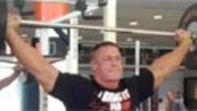 John Cena bench presses over 400 pounds and more amazing ...