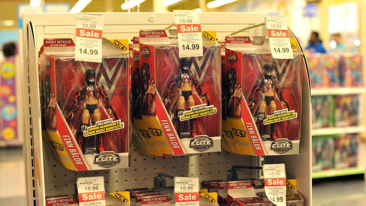 Finn Balor Meets With The Wwe Universe At Toys R Us During
