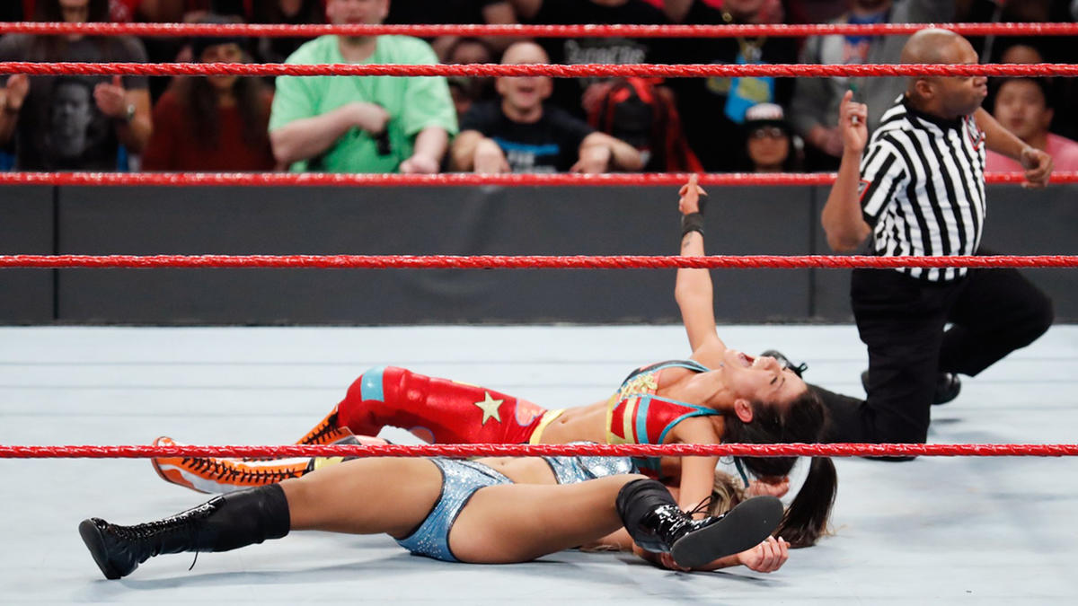 Unknowingly benefiting from an assist from Sasha, Bayley pins Charlotte to retain the Raw Women's Championship.