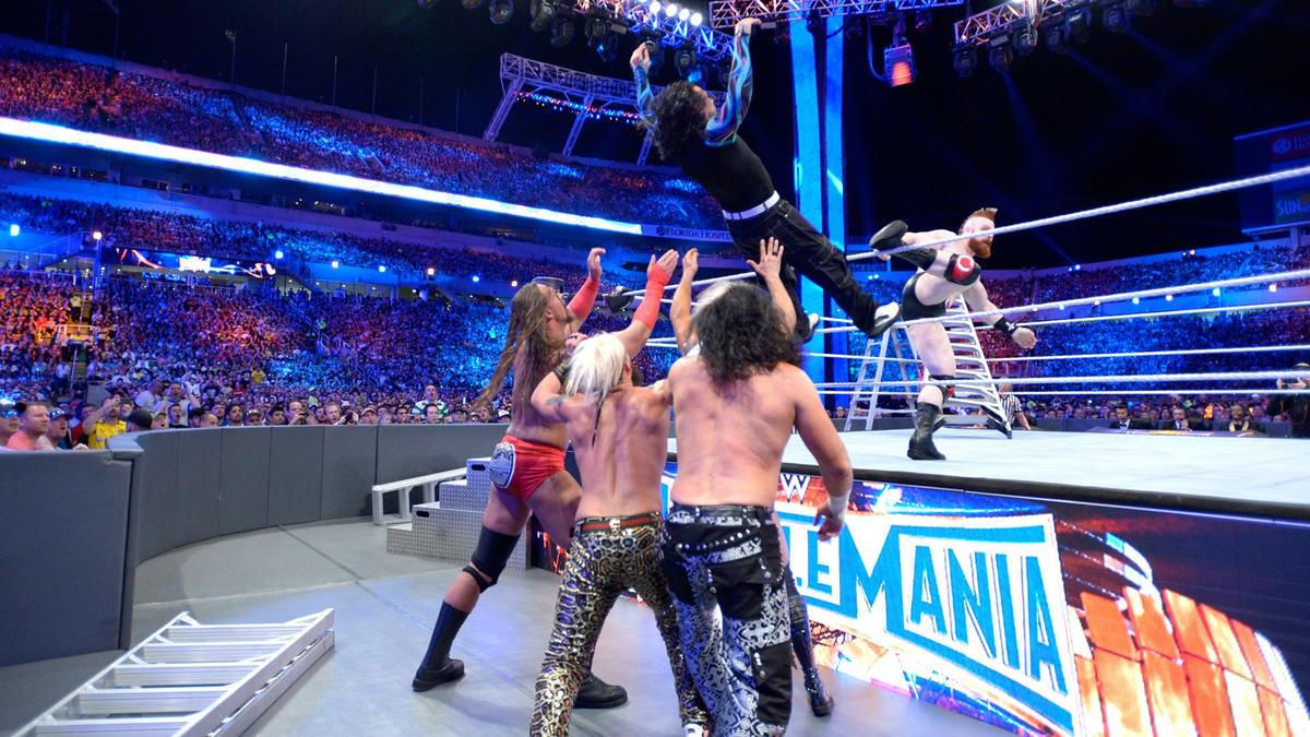 Aksi sewaktu Perlawanan Tangga merebut Kejuaraan Regu Raw