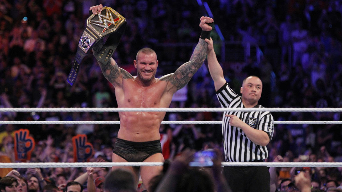 The Viper hits an RKO outta nowhere for the victory to claim his 14th World Championship in WWE.