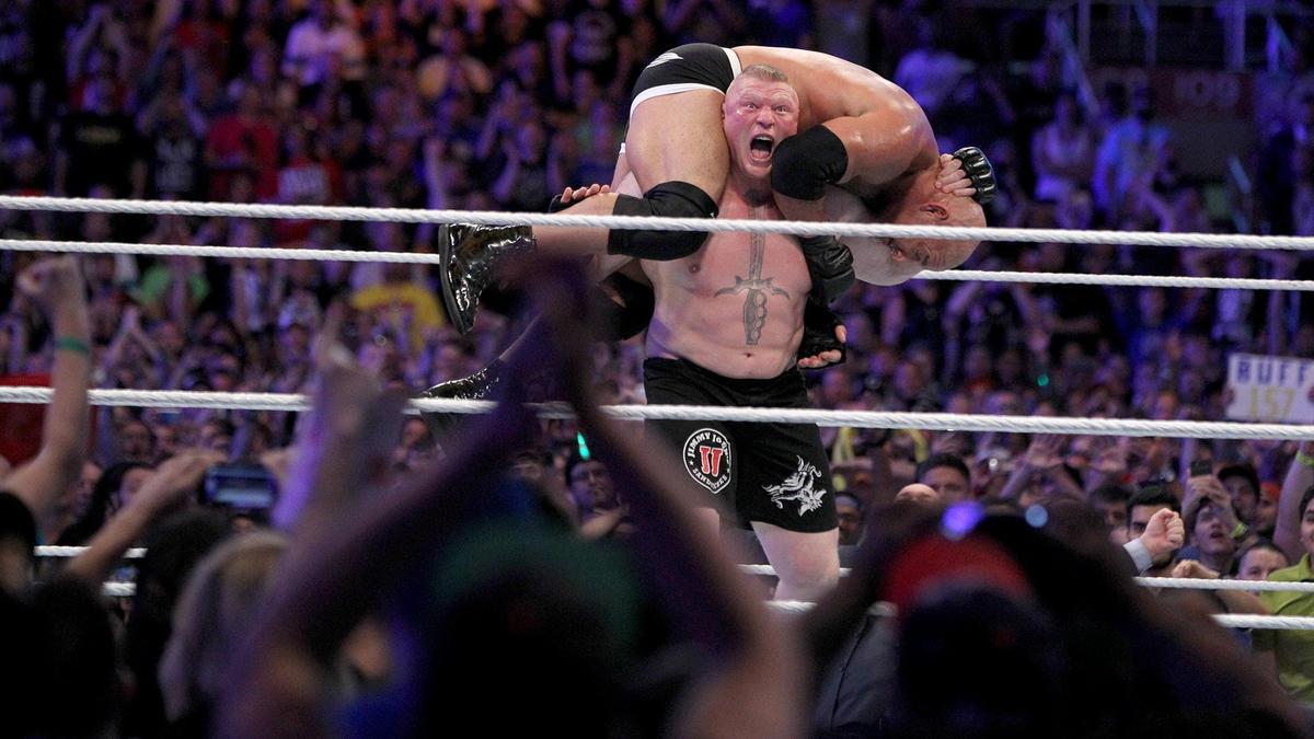 Lesnar menyudahkan Goldberg dengan gerakan F5nya