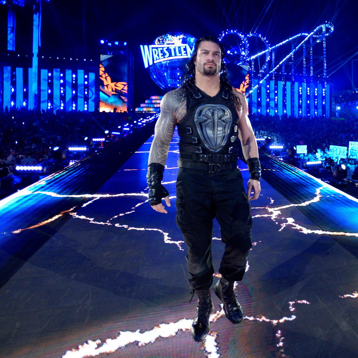 Roman Reigns Makes Wwe Raw Return Tonight Smirfitts Speech