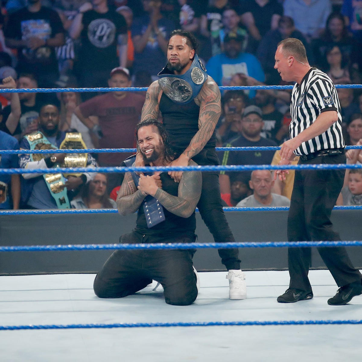 The Usos retain the SmackDown Tag Team Championship.