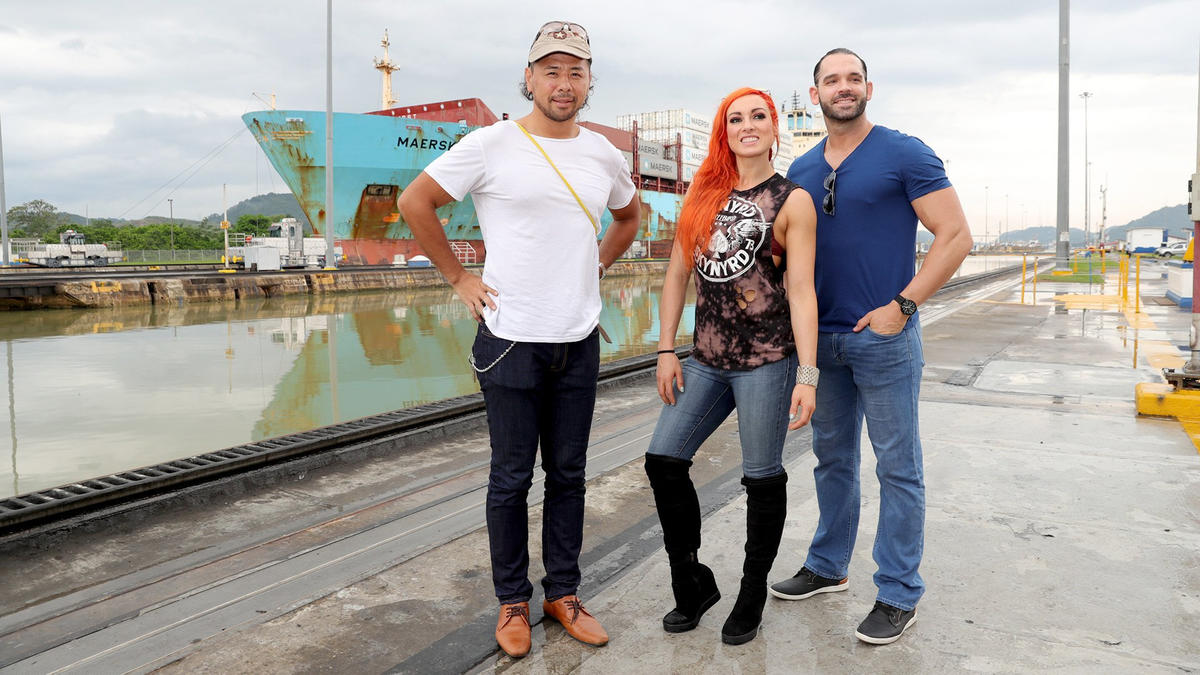 Wwe superstars get the flavor for panama city panama photos wwe shinsuke nakamura becky lynch and tye dillinger get a close up look at the wwe photo m4hsunfo