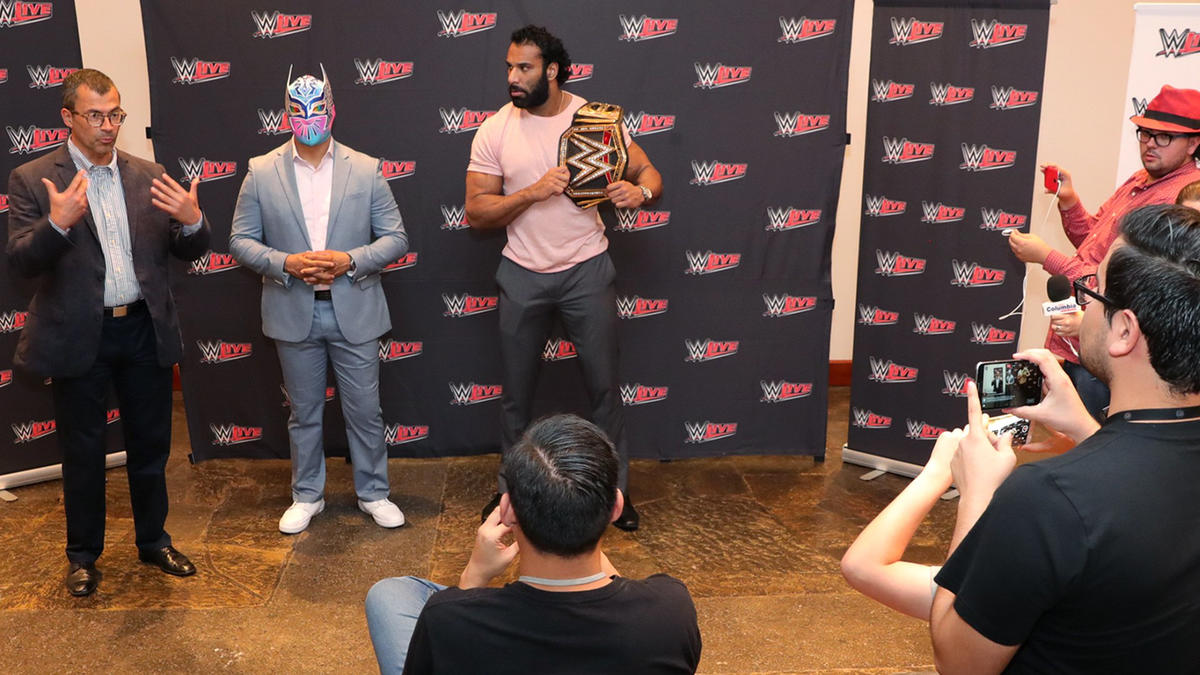Smackdown live superstars meet and greet with the wwe universe in wwe photo kristyandbryce Image collections