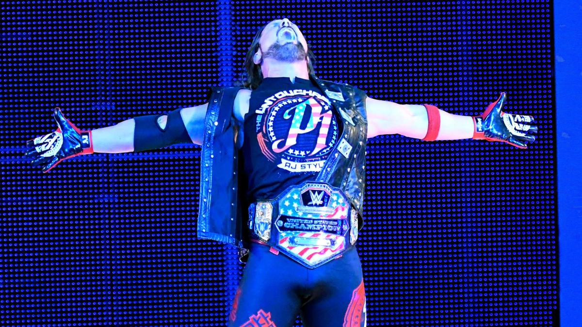 Fresco de sua vitória sobre Kevin Owens no WWE Live Event da sexta-feira, AJ Styles inicia o Team Blue como o novo campeão dos Estados Unidos!