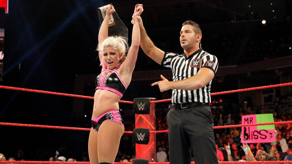 ... but Alexa counters with a thunderous DDT and scores the victory to become a two-time Raw Women's Champion!
