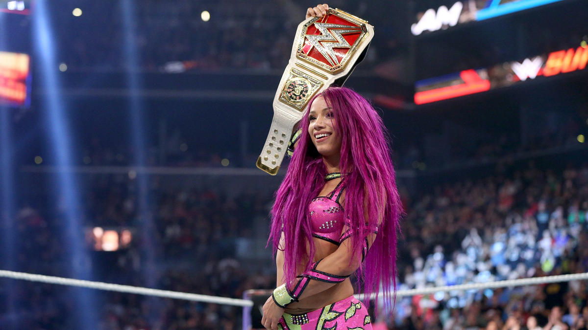 Sasha Banks picks up the submission victory to become the new Raw Women's Champion!