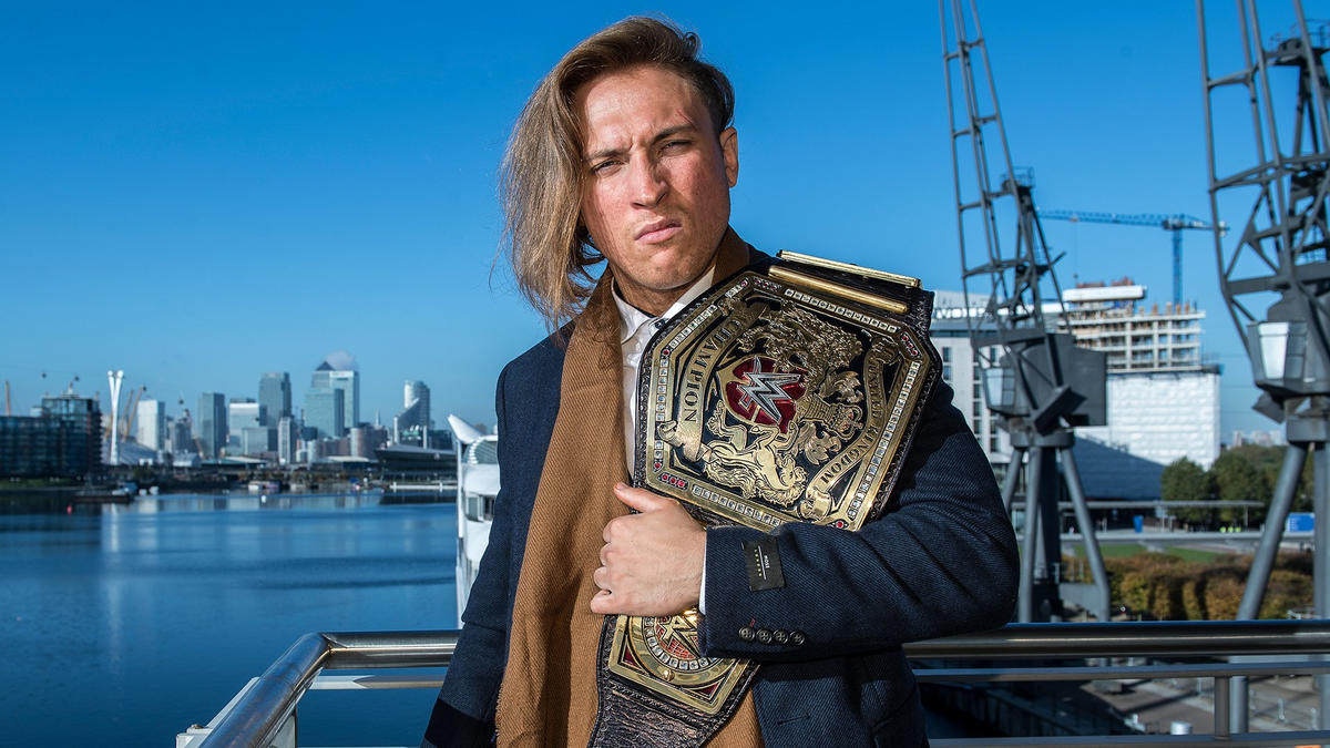 Pete Dunne Meets The Wwe Universe At Mcm London Comic Con Photos Wwe