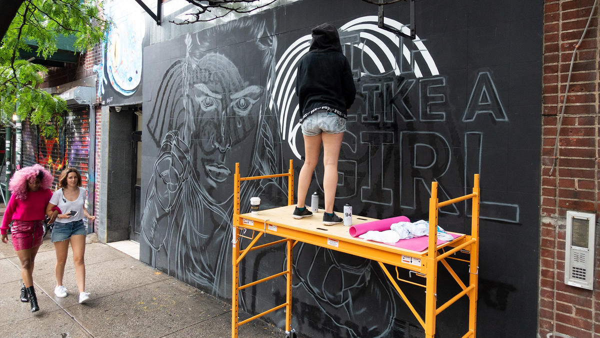 The Making Of Ronda Rousey S Graffiti Mural In New York City Photos