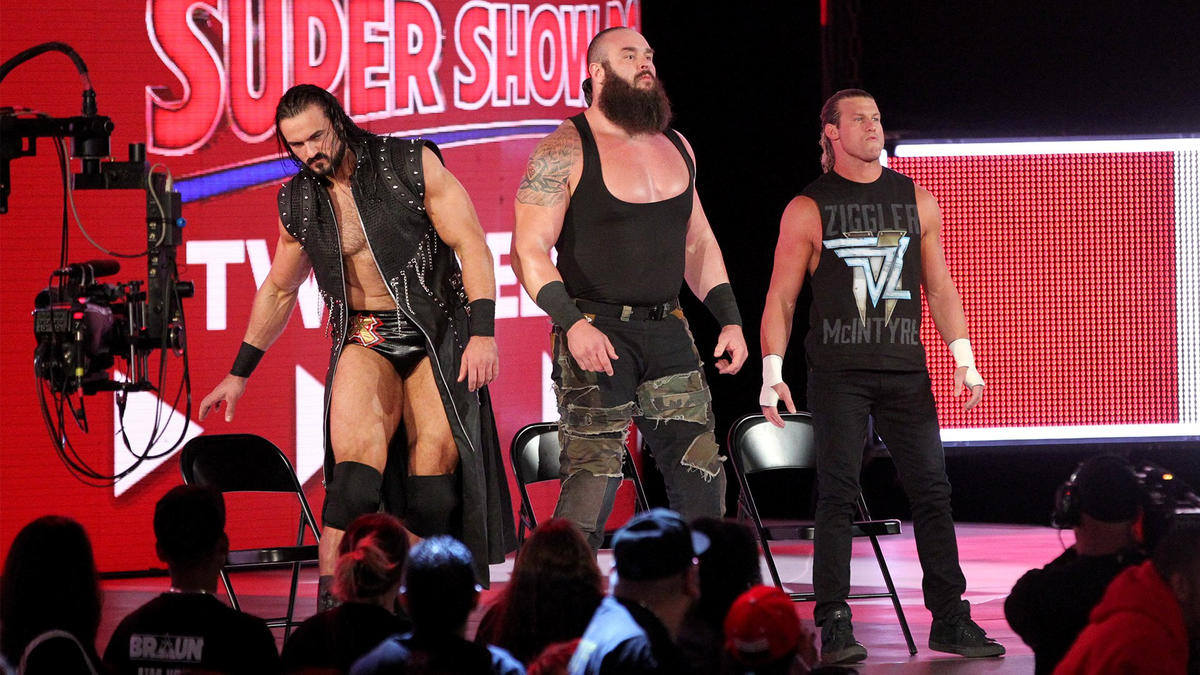 Braun Strowman, Drew McIntyre & Dolph Ziggler keep an eye on the main event fight.