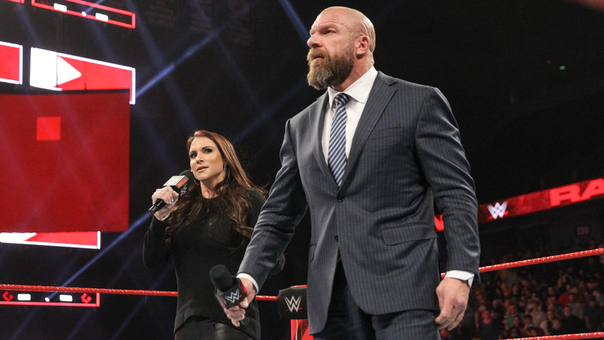 Triple H and Stephanie McMahon kick off Monday Night Raw!