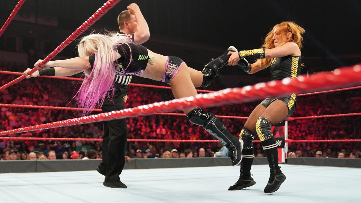 Raw Bliss vs Lynch