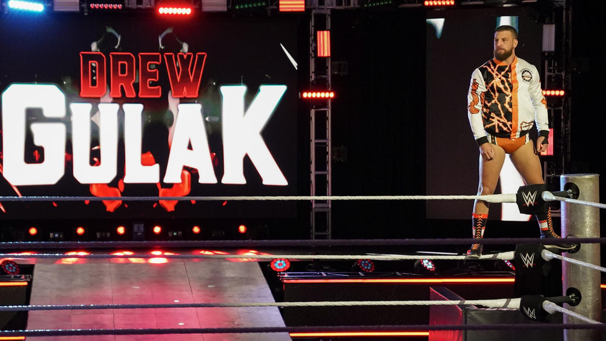 Drew Gulak vs. Cesaro: photos | WWE