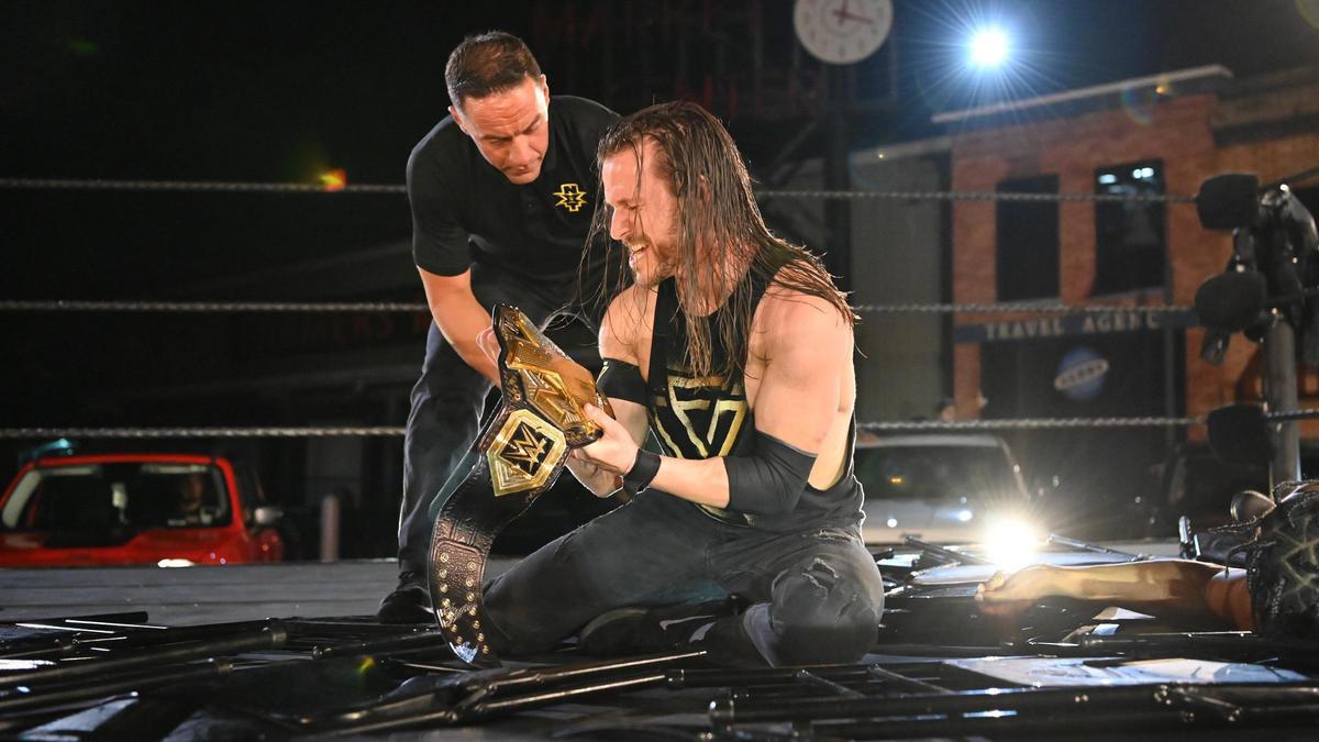 Revelados detalhes sobre a duração do contrato de Adam Cole com a WWE