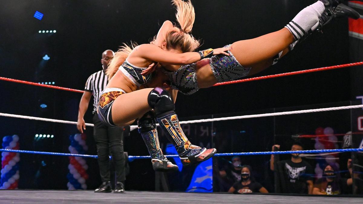 Tegan Nox takes down Dakota Kai