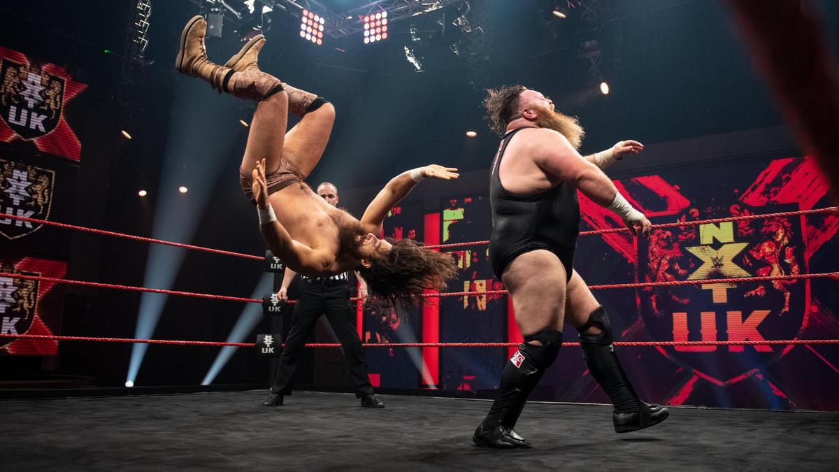 Dave Mastiff vs Saxon Huxley on NXT UK.