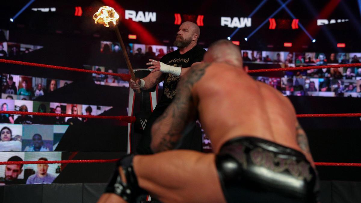 How Alexa Bliss Threw Fireball To Randy Orton On WWE Raw? 2