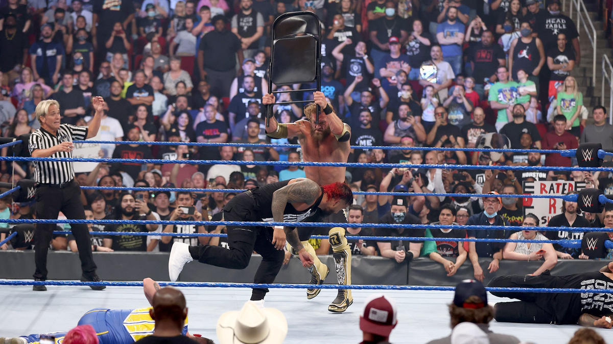 Edge Gets 2021's Loudest Reaction From WWE Fans; Roman Reigns Taps Out! 65