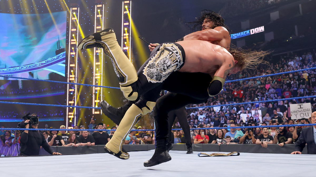 Edge Gets 2021's Loudest Reaction From WWE Fans; Roman Reigns Taps Out! 66