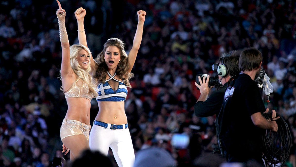 Kelly Kelly & Maria Menounos vs. Beth Phoenix & Eve: photos | WWE