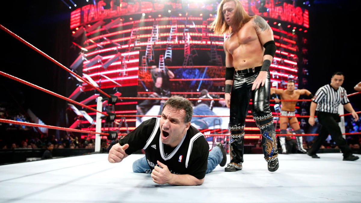 Heath Slater eventually regains control, battling back against the legendary fighter.