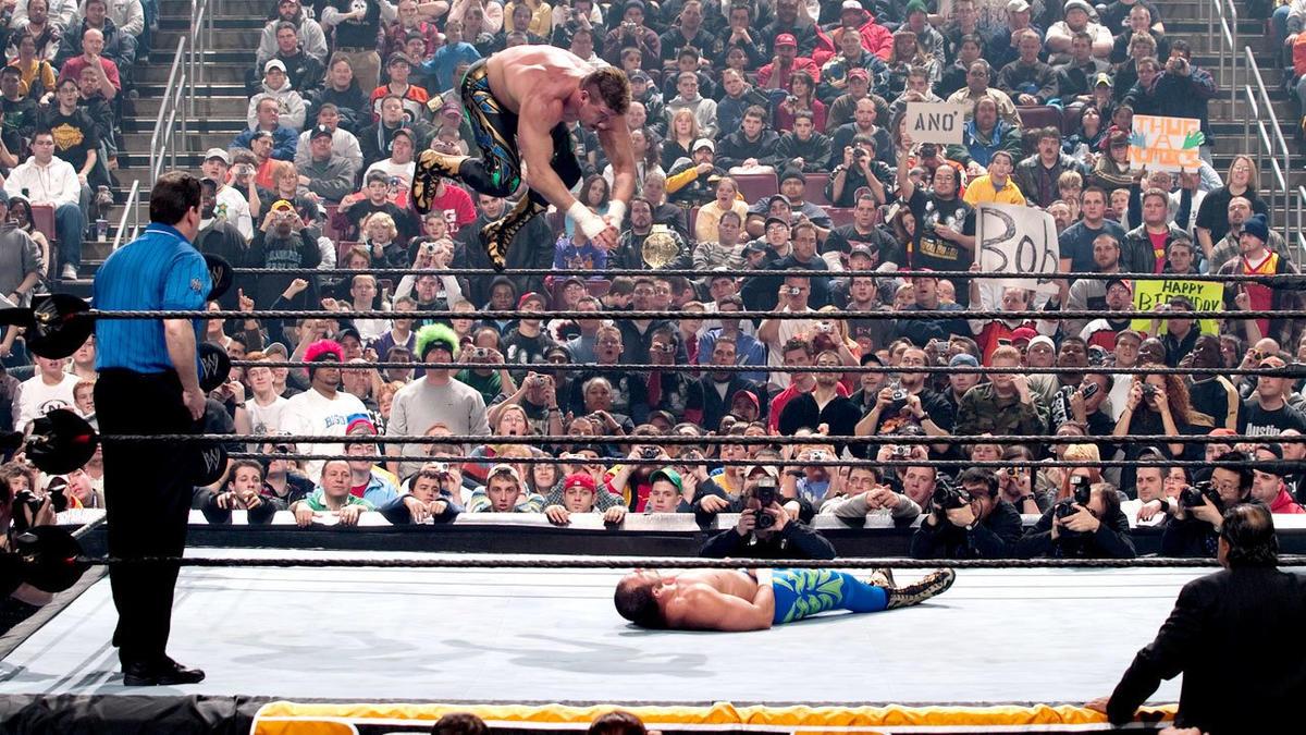 Eddie vs Chavo en Royal Rumble 2004.