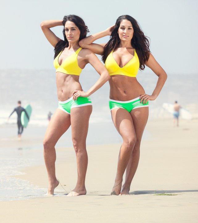 hot brunette womens naked
