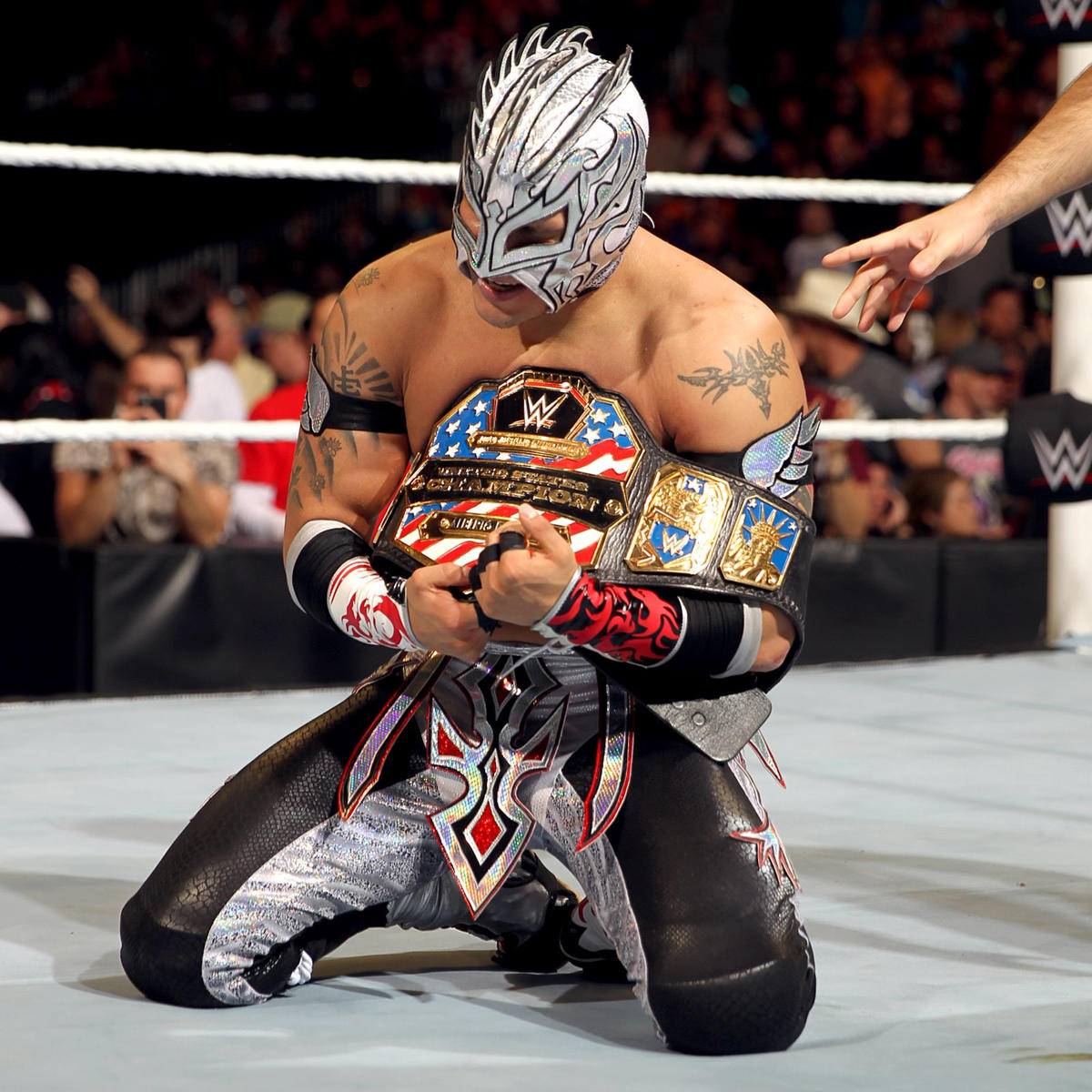 Eventually, Kalisto out flanks Del Rio, hitting Salida del Sol to reclaim the United States Championship.