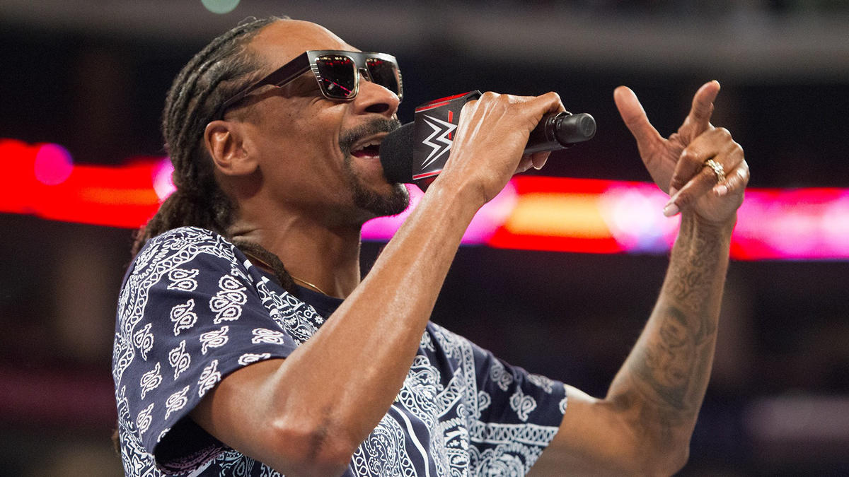 Snoop Dogg Performs a Frog Splash at AEW Dynamite New Year's Smash