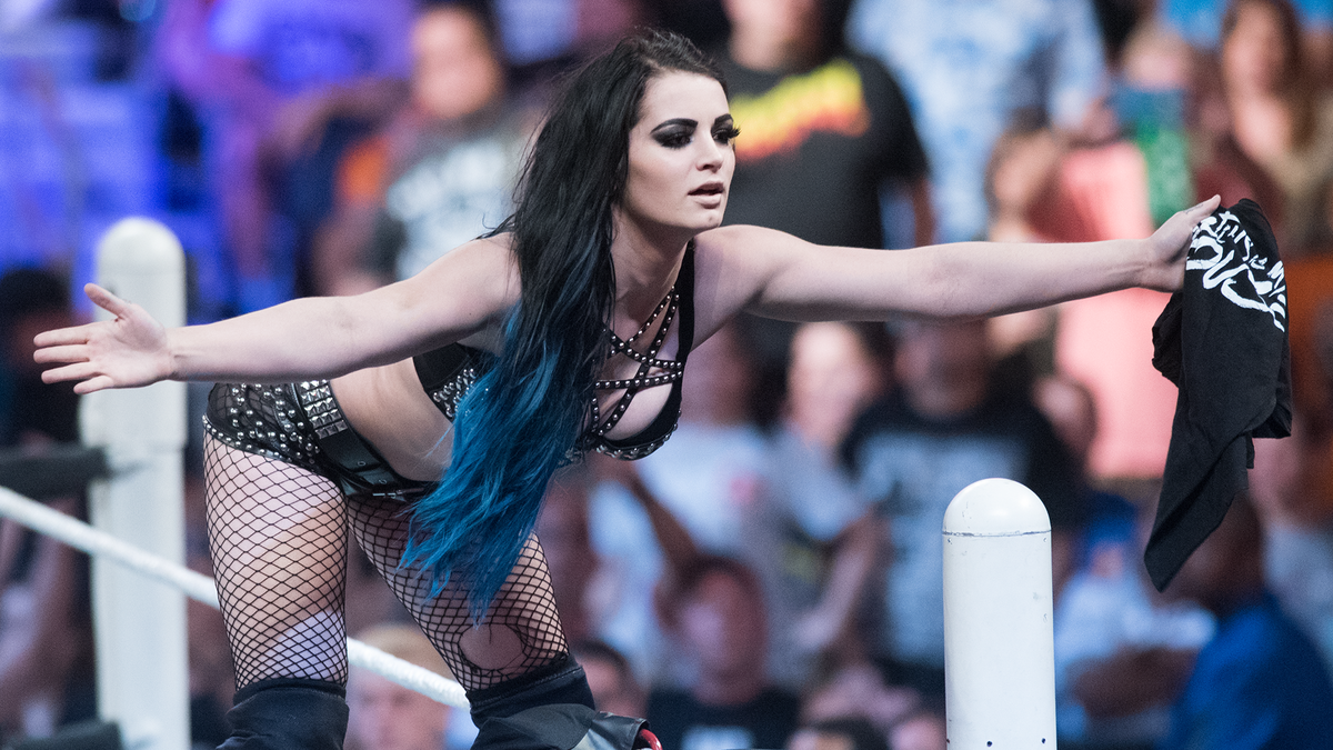 paige wwe height