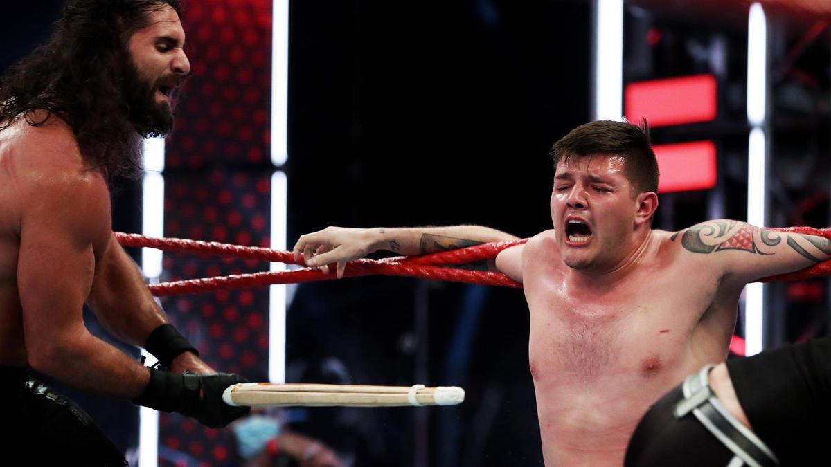 Seth Rollins & Murphy brutalize Dominik Mysterio with Kendo sticks ...
