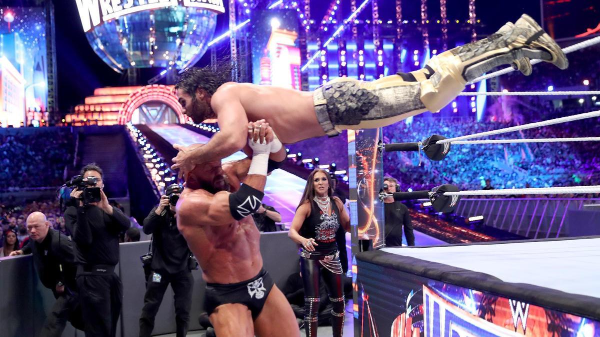 Seth Rollins vs. Triple H – Non-Sanctioned Match: photos | WWE