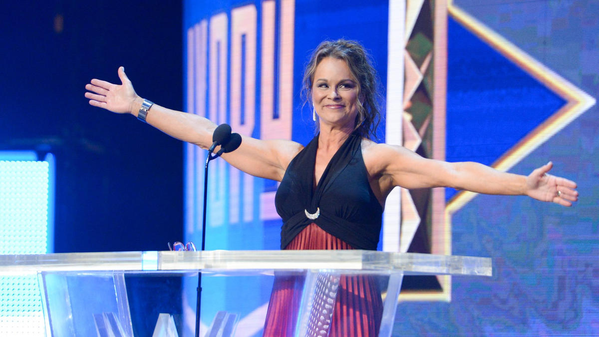 f3b942f88cc83 Ivory professes her love to WWE Universe in acceptance speech