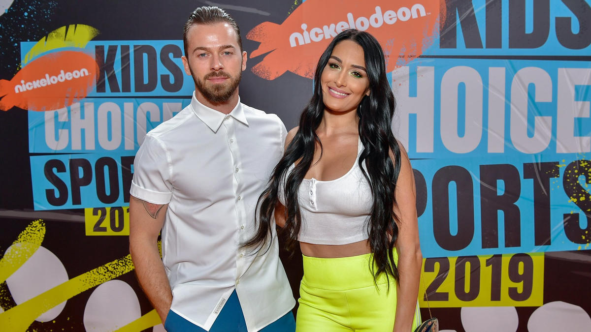 "Nikki Bella earns ""Queen of Swag"" honor at Nickelodeon Kids' Choice"