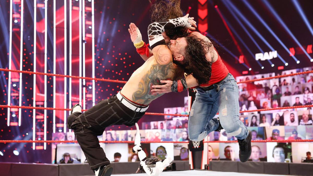 WWE Raw Results (11/01/21): Triple H Returns; Alexa Bliss Throws Fireball 2