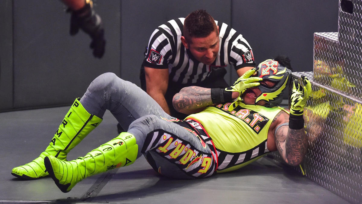 WWE Extreme Rules: Rey Mysterio Loses His Eye At The Hands Of Seth Rollins 2
