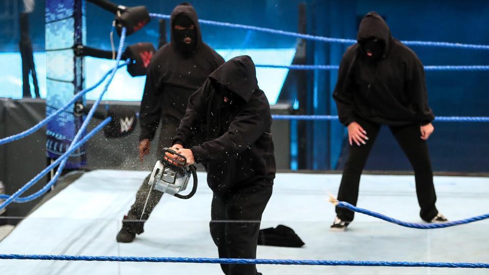 WWE se inspira na Attitude Era para salvar suas audiências na televisão