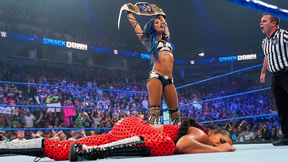 Sasha Banks Returns On WWE Smackdown; Attacks Bianca Belair 193