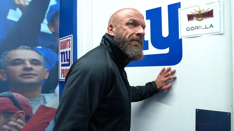 Triple H def  Batista (No Holds Barred Match) | WWE