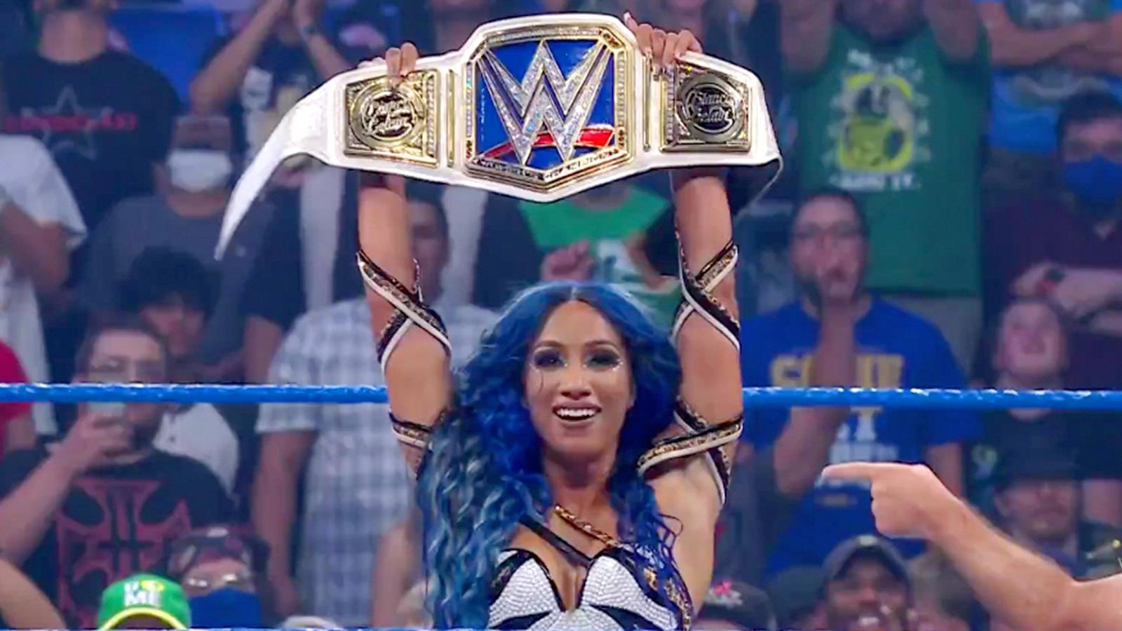 Sasha Banks Returns On WWE Smackdown; Attacks Bianca Belair 192