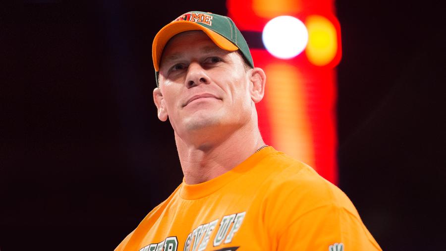 John Cena obecny na zapleczu RAW i SmackDown
