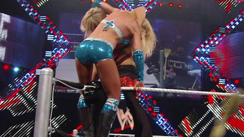 Beth Phoenix vs. Michelle McCool: Extreme Rules 2010 - Women's Championship Extreme Makeover Match