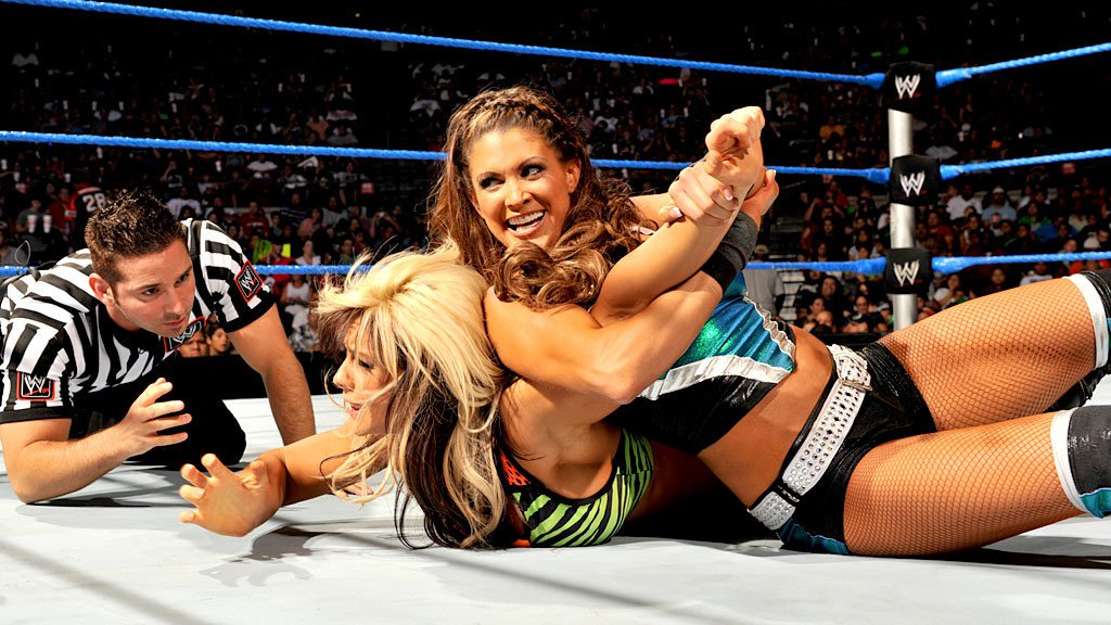 Results: Kaitlyn becomes Divas Champion,