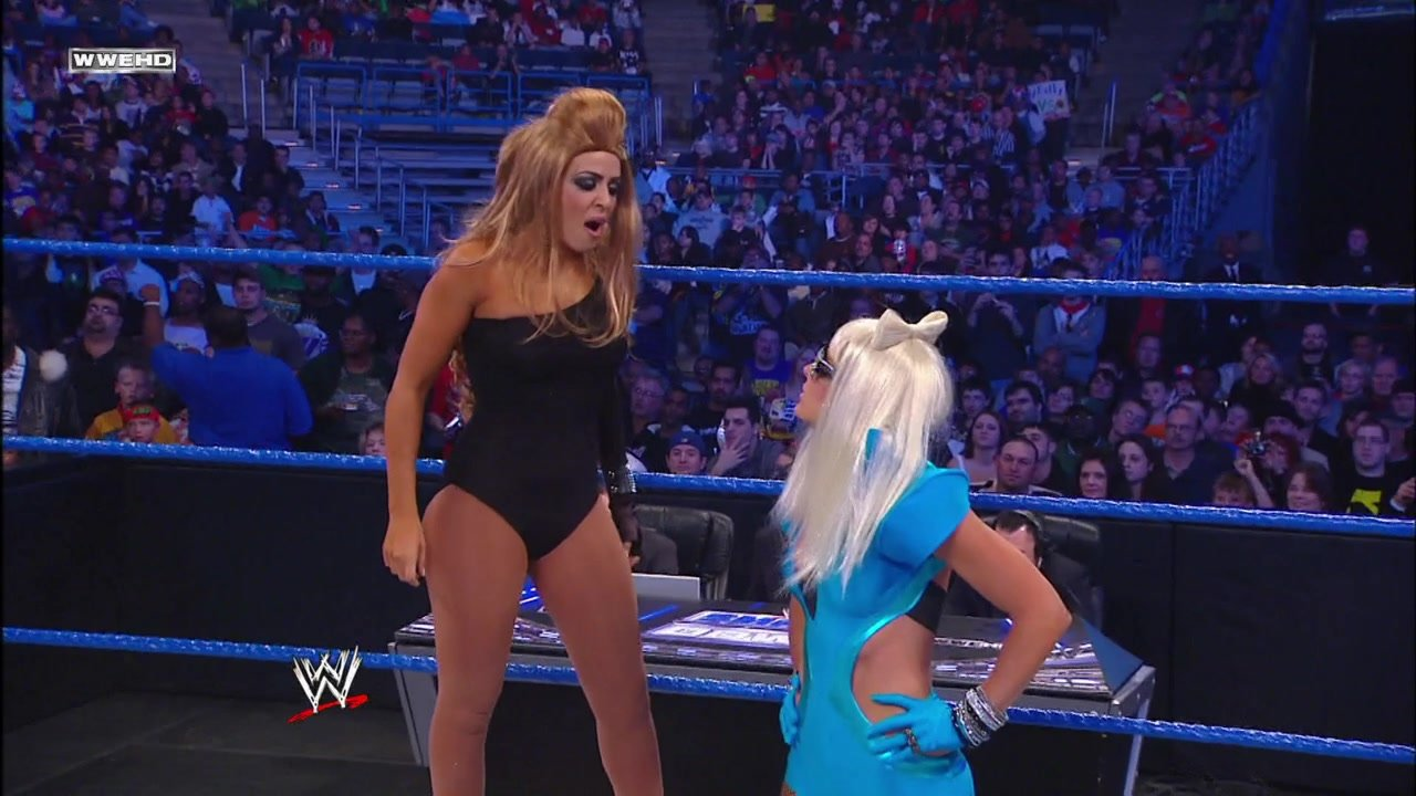 Kelly Kelly, Melina & The Bella Twins vs. Team Lay-Cool, Rosa Mendes & Alicia Fox: SmackDown, October 29, 2010