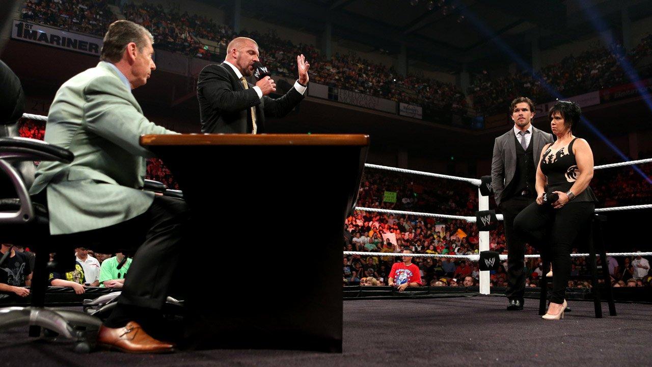 Monday Night Raw dark match - Mensaje de Brad Maddox - Error de la WWE - Reacciones Wyatt Family 20130708_RAW_Vickie_Evaluation_2