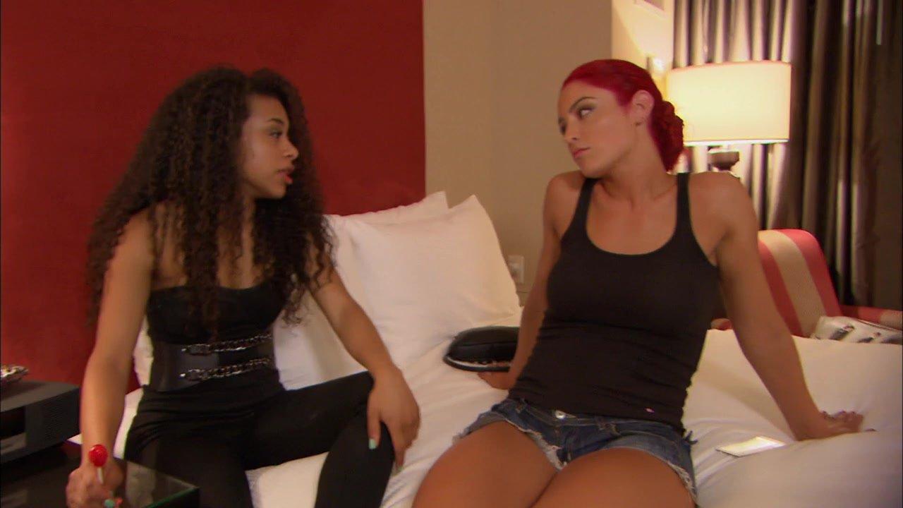 Eva Marie offre des conseils amoureux à JoJo: Total Divas, 1 er septembre 2013