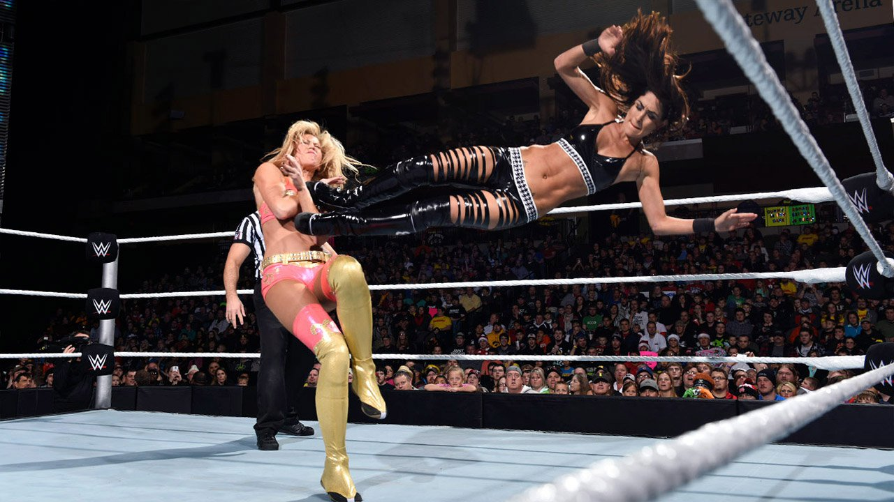 Brie Bella vs. Summer Rae: WWE Main Event, 23 décembre 2014